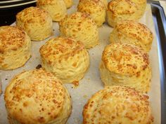 Túrós pogácsa, aminek nem lehet ellenállni! Istenien omlós! - Egy az Egyben Cheese Scones, Best Party Food, Good Food, Yummy Food, Hungarian Recipes, Hungarian Food, My Recipes, Bakery, Muffin