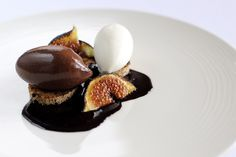 Chocolate orange mousse, spiced fruit brioche and yoghurt sorbet Chocolate mousse with brioche recipe – Great British Chefs Orange Mousse, Chocolate Custard, Chocolate Brioche, Dessert Chocolate, Brioche Recipe, Great British Chefs, Chocolate Orange, Plated Desserts, The Fresh