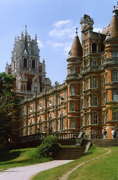 Royal Holloway and Bedford College, University of London, England (by TheRevSteve).