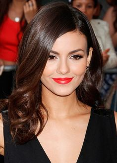 Looking for celebrity hairstyle inspirations to change things up? Browse a full photo gallery of Victoria Justice hairstyles. Pick your pretty style today.