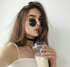 In recent years, there is a new trend of taking selfies. Selfies gain popularity very fast and in Internet there are various best selfie poses for girls ava Photos Tumblr, Tumblr Selfies, Instagram Pose, Instagram Girls, Disney Instagram, Selfie Posen, Shotting Photo, Photographie Portrait Inspiration, Western Girl