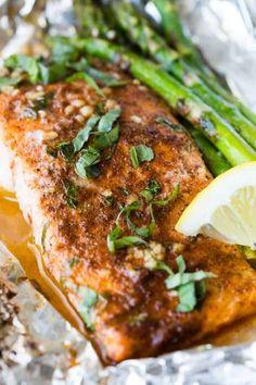 marinate. Baked Salmon Recipes, Fish Recipes, Seafood Recipes, Dinner Recipes, Healthy Recipes, Healthy Meals, Protein Dinners, Protein Recipes, Healthy Nutrition