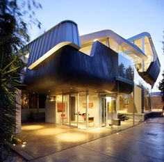 Very Modern Yet Not Minimalist House Design – Skywave House by Coscia Day