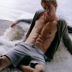OH MY WORD!!! Luke Mitchell, Blonde Guys, Hot Actors, Hottest Actors, Male Photography, Actor Photo, Home And Away, Good Looking Men, Male Body