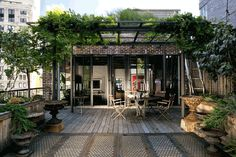 Marcus Nispel's SoHo Loft / A tad hipster but I will overlook that point for the shear fact that its brilliant.