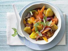 Pfannenrühren ist beliebt – heraus kommt dieser Asia-Schmaus - Wok-Gemüse mit Ananas und Thai-Basilikum | http://eatsmarter.de/rezepte/wok-gemuese-ananas