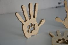 Drevená dekorácia ruka s labkou