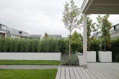 Kindvriendelijke tuin met bergruimte en veranda