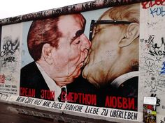 Street Art @ East Side Gallery - Berlin / DE