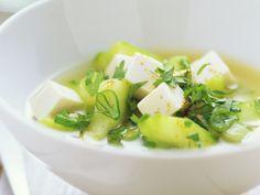 Gurkensuppe mit Tofu - smarter - Zeit: 20 Min. | eatsmarter.de Diese leichte Suppe ist ideal für Abnehmwillige.