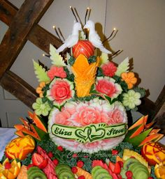 Lovebirds carved atop a wedding arrangement. (Courtesy of Ruben Arroco)