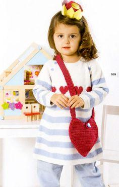 Платье для девочки, вязаное спицами и сумочка, вязаная крючком