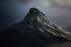 Olas que parecen montañas - Ray Collins