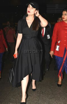 Photos: Kareena Kapoor Khan flaunts red lipstick and pouts - Entertainment #bollywoodphotos #bollywoodmovies #bollywoodinstant #bollywoodfashion #poser #candid #bollywoodactors #bebo #khan #bollywooddiva #airportstyle