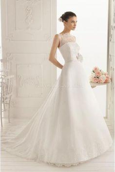 Vestido de novia de saten y encaje cola capilla