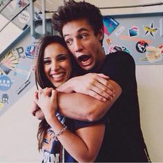 This is such a cute best friend picture idea!! Even though Cam and Sierra r in it haha