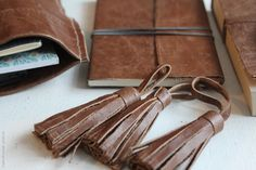 DIY: recycled old leather jacket: tassels, notebooks covers, pouches