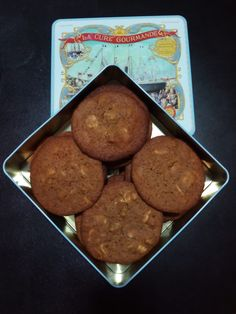 Cookies con especias y chips de chocolate blanco Cookies, Ethnic Recipes, Desserts, Food, White Chocolate Chips, Custom Cookies, Spice, Crack Crackers, Tailgate Desserts