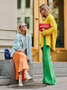 Fantastic How to Look Stylish with Colorful Outfits Ideas ~ The colors have a very big influence - Pantone's New It Colors Have Happiness-Boosting Powers Source by yellowgirl_at - Fashion 2020, Look Fashion, Spring Fashion, Korean Fashion, Brown Fashion, Fashion Fashion, Winter Fashion, Fashion Quiz, Fashion Angels