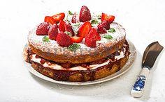 Cake with strawberries, balsamic vinegar with honey and cream! - Τούρτα εποχής με φράουλες, μπαλσάμικο με μέλι και κρέμα!