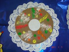 Com gomas fica ainda mais apetitoso! O acúcar é feito com pó de talco. Kids Crafts, Art N Craft, Christmas Decorations, Holiday Decor, Special Day, King, Activities, Education, Christmas Things