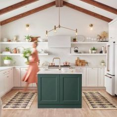 Kitchen Interior Design Double up on our Bowen flatweave rugs for maximum kitchen comfort and durability. Photo by via Comfortable Kitchen, White Kitchen Appliances, Kitchen Trends, Kitchen Installation, Kitchen Decor, Interior Design Kitchen, New Kitchen, Rustic Kitchen, Kitchen Design