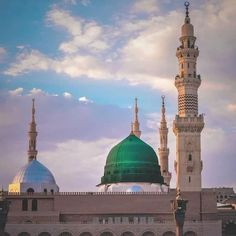 Salah is an essential piece of religion Islam. Salah is required on each Muslim directed by Allah and Muslim must offer it five times. Masjid Haram, Al Masjid An Nabawi, Islamic Images, Islamic Pictures, Islamic Messages, Islamic Msg, Islamic Status, Islamic Quotes, Medina Mosque