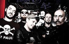 Cosa ascoltano i Punkreas mentre sono in tour? Ascolta il loro Mixtape Furgone. #music #playlist