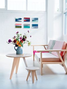 Spring is finally here, or I hope it's not just here to tease us before another set of cold weather and rain. So today's inspiration is all about sunny interiors, full of splashes of color. Happy Spring my dear!  Photo Sources : Bizjonder Mooi - House...