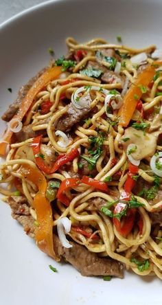 Chinese beef and vegetable noodles - Soupe - Asian Recipes Noodle Recipes, Meat Recipes, Asian Recipes, Cooking Recipes, Healthy Recipes, Ethnic Recipes, Chicken Recipes, Vegetable Noodles, Ramen Noodles