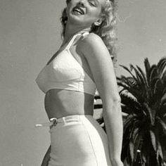 Modeling shot after Norma Jeane went blonde Marilyn Monroe Swimsuit, Young Marilyn Monroe, Norma Jean Marilyn Monroe, Marilyn Monroe Photos, Norma Jeane, Up Girl, Vintage Beauty, Beautiful Celebrities, Amazing Women