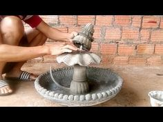 Making A Fountain With Cement And Sand Simple And Beautiful Diy Fountain, Pool Fountain, Cement Flower Pots, Concrete Garden, Craft Tutorials, Diy Projects, Craft Ideas, Concrete Cement, Cement Crafts