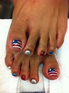 How cute are these american flags?!! Toe Polish!