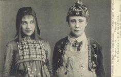 Alisa Coonen (Mytyl; left) & Sofya Khalyutina (Tyltyl; right) in The Blue Bird (Maurice Maeterlinck) of Moscow Art Theatre (1908