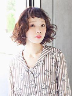 short bang / curly / short hair