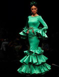 Love this color Flamenco Dancers, Flamenco Dresses, Mermaid Gown, Classy Chic, Dance Costumes, Dress Patterns, Fashion Show, Feminine, Gowns