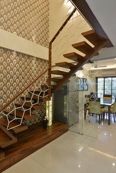 Wooden stairs are the current trend choice, because they are easy to work on and durable. Wood can be easily shaped according to the design you want. Home Stairs Design, Interior Stairs, Modern House Design, Interior Architecture, Wooden Staircase Railing, Wooden Stairs, Stair Walls, Ceiling Design, Interiores Design