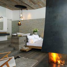 Zimmer mit Kamin im Wiesergut Designhotel Saalbach-Hinterglemm in Österreich