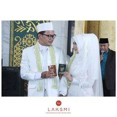 impian terdekat : foto bareng KAMU sambil pegang buku nikah kita (done)  .  Semoga yang memiliki mimpi yang sama, bisa segera dikabulkan sepertiku ^^ #laksmi #laksmikebayamuslimah #kebayalaksmi #laskmiislamicweddingservice #laksmigown #kebayamuslimah #kebaya #muslimahwedding #vendorwedding #weddingku #muslim #muslimah #love #fashion #weddings #vendorweddingsurabaya #vendorsurabaya #surabayaweddingvendor #surabaya #weddingsurabaya #kebayasyari