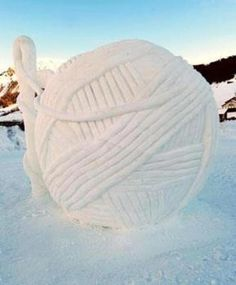 Yarn ball and needle snow sculpture -Oslo....Amazing!...<3