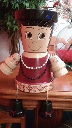 Muñeca con macetas de barro 20€