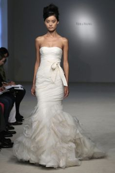 gorgeous vera wang - my fave bridal gown designer Informal Wedding Dresses, Cheap Formal Dresses, Used Wedding Dresses, Long Bridesmaid Dresses, Prom Dresses, Bridal Party Dresses, Bridal Gowns, Wedding Gowns, Wedding Attire