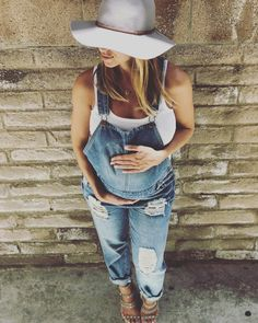 Maternity- Melissa Magdziak Ogletree @melogletree via Instagram #Maternityoveralls from @shoppinkblush