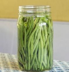 Pickled Green Beans, need to remember this for the summer when I have green beans coming out my ears!!