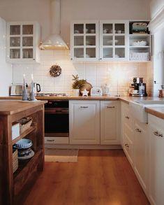 Kitchen from my dreams 😍✨ 📷 House, Starter Home, Kitchen Remodel, Kitchen Decor, Sleek Kitchen, Sweet Home, Home Kitchens, Best Kitchen Designs, Kitchen Design