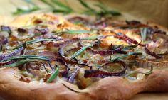Cibulový pizza chléb s rozmarýnem a modrým sýrem | Cooking with Šůša