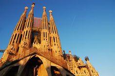 Profitez d'un week-end à Barcelone. La capitale catalane a beaucoup de belles choses à voir. Laissez-nous vous guider.