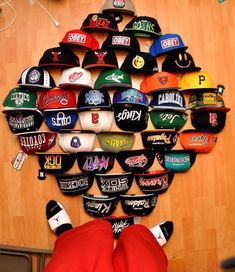 Wish i had this collection- Snapback Men's Fashion, Hip Hop Fashion, Urban Fashion, Best Dunks, Vintage Baseball Caps, New Era Cap, Cute Hats, Snap Backs, Stussy