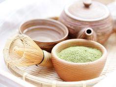 Tee trinken zum Abnehmen? Ja, denn Matcha Tee ist das neue Trendgetränk. Wir haben die Infos zu Wirkung, Geschmack und Zubereitung des feinen grünen Drinks!
