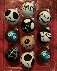 Easy DIY Nightmare Before Christmas Jack Skellington Ornaments. Simple to make with a black paint pen, or Sharpie marker and white ball ornament. Perfect Halloween or Christmas craft gift for kids. Casa Halloween, Halloween Trees, Halloween Crafts, Holiday Crafts, Halloween Decorations, Halloween Witches, Halloween Halloween, Noel Christmas, Disney Christmas